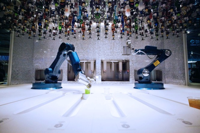 World_First_Crowd_Controlled_Robotic_Bar_Carlo_Ratti_Associati_CubeMe1